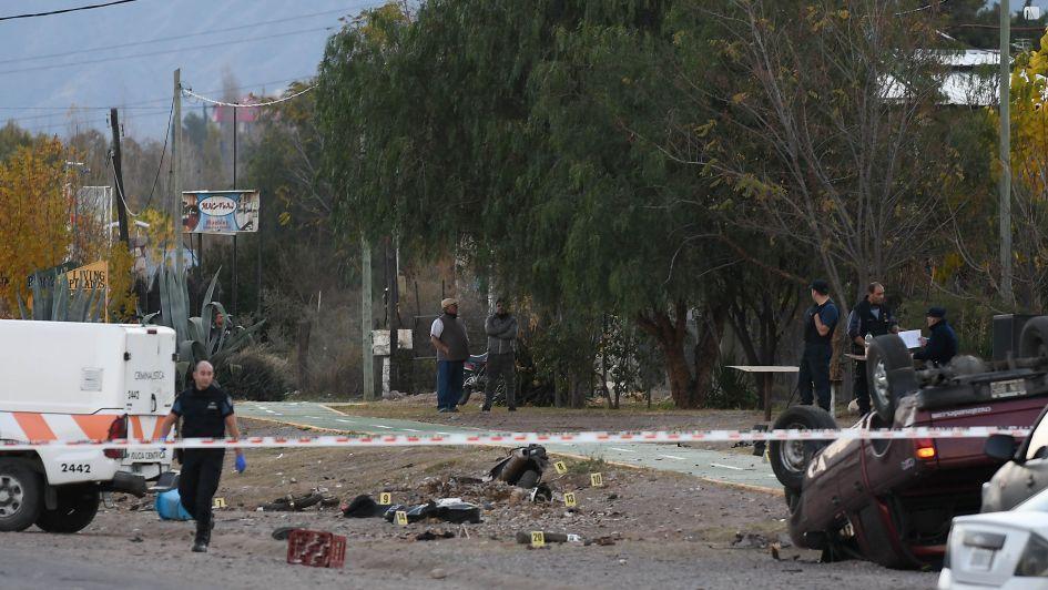 ATERRADOR. Hombre apuñala a su esposa embarazada de gemelos y arrolla a 2 policías con su auto. Vídeo