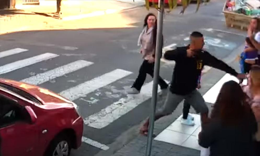 Brasil | Mamá fue a disfrutar del acto del día de la madre y terminó matando a un delincuente (VIDEO)