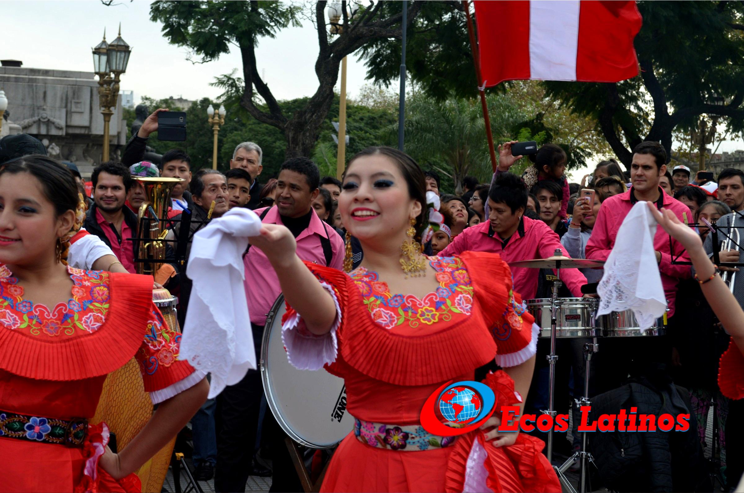Argentina: Peruanos realizan banderazo y graban video de motivación para la Selección Peruana (VIDEO)