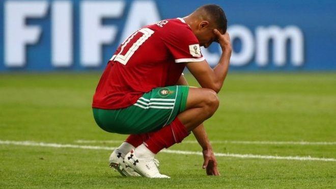 Irán vence a Marruecos con un terrible auto gol de Aziz Bouhaddouz