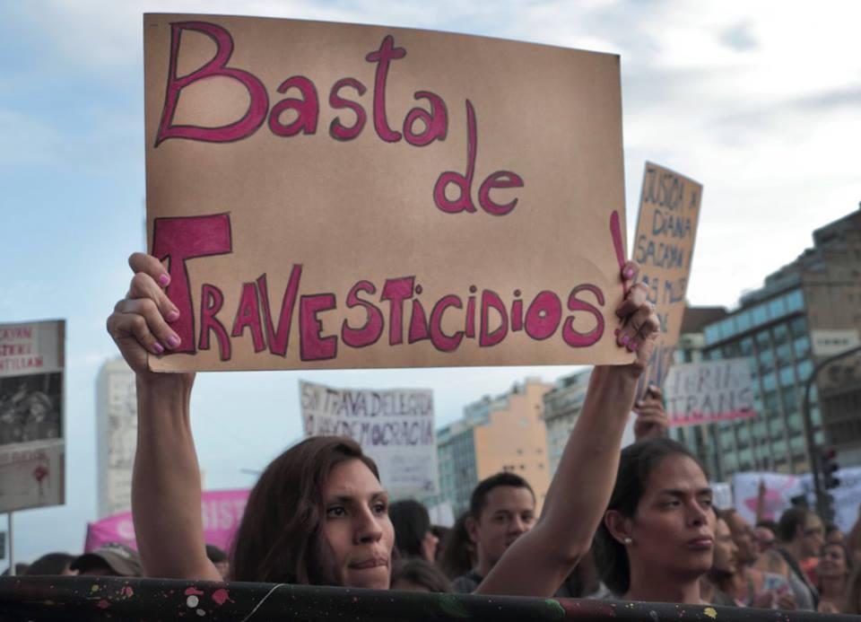 Travestis protestan para que sus datos legales sean formulados conforme a su inclinación sexual. Argentina