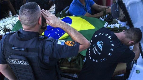 Madre de policía brasileño se infarta y muere al saber que su hijo fue asesinado
