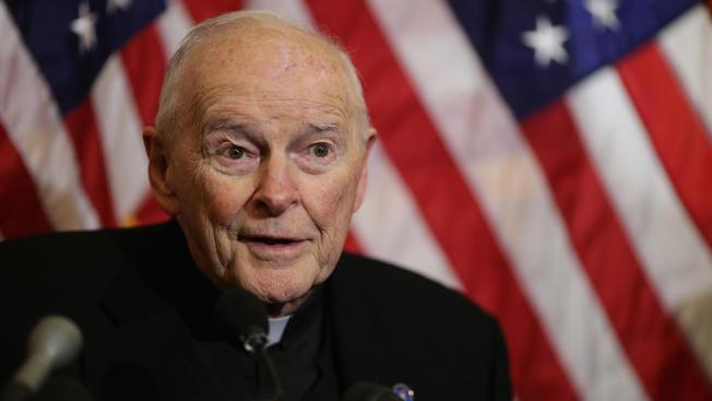 Vaticano destituye al arzobispo de Washington por escándalo de abuso sexual