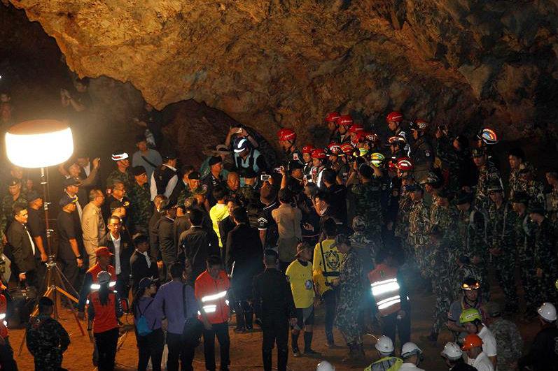 Hallan a los niños atrapados en una cueva en Tailandia pero rescatarlos no será tan fácil