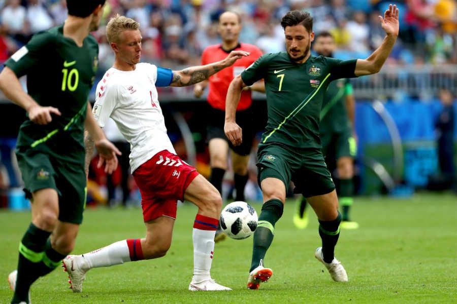 Dinamarca y Australia empatan 1-1 en un partido muy polemico