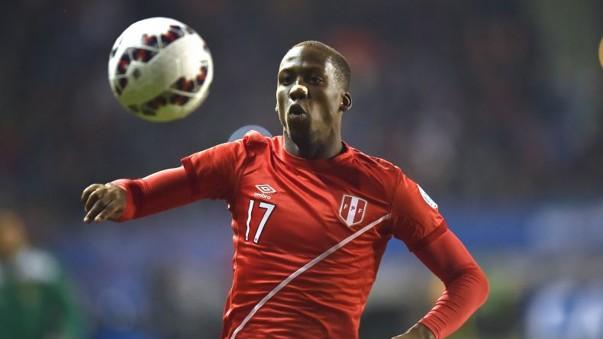 VIDEO | Mira como el 'rayo' Advíncula pasó por sobre el equipo Sueco en su amistoso con Perú