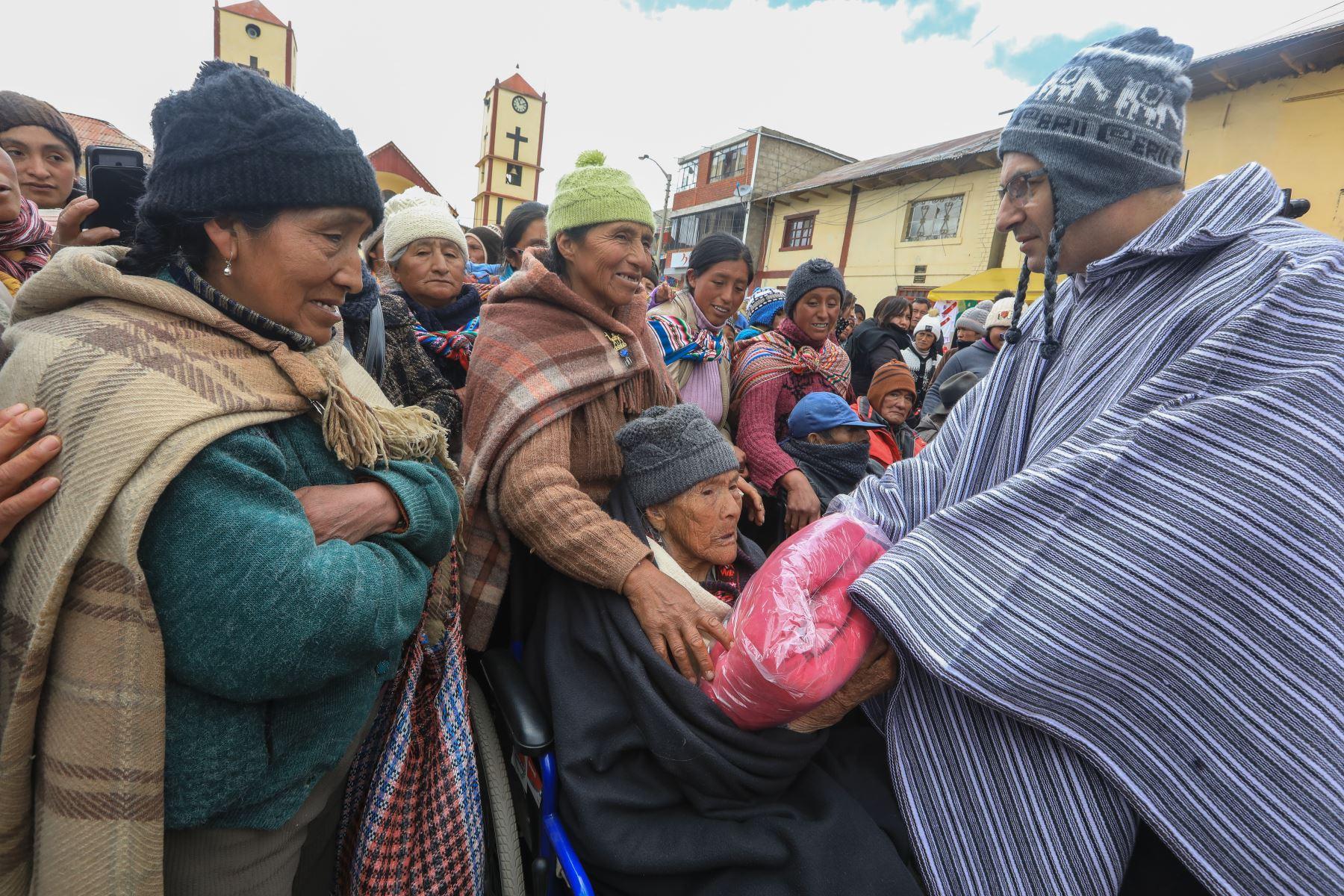 Ministros atienden personalmente a los lugares afectados por heladas