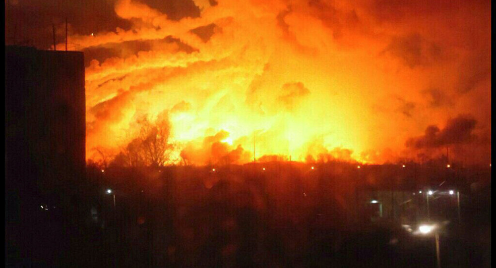 Fuerte incendio se vuelve incontrolable para los bomberos en Ucrania