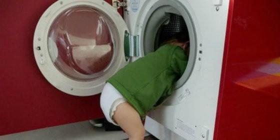 Impactante. Un niño muere asfixiado al quedar atrapado en una lavadora cuando se encontraba jugando a las escondidas