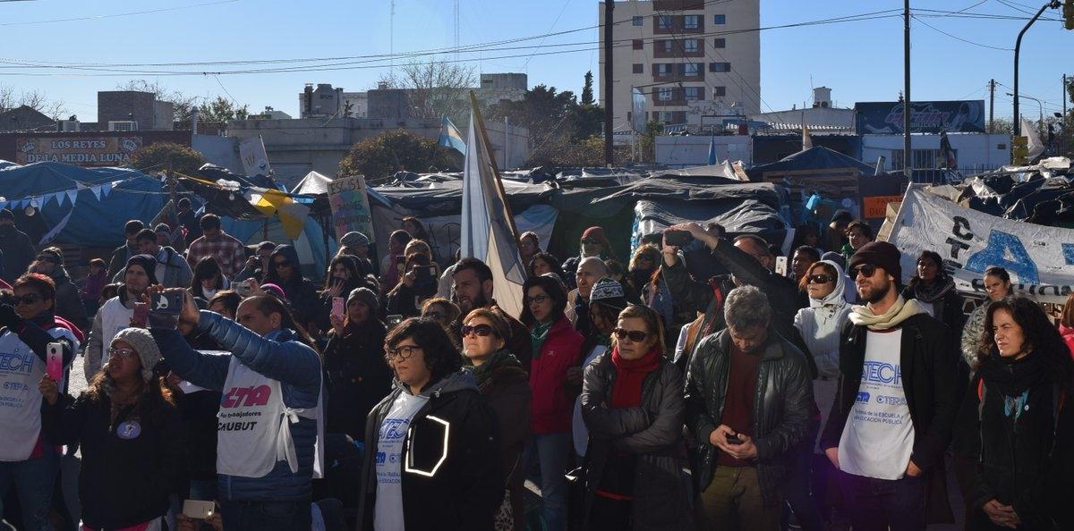 Docentes en Chubut responden claramente a la represión por parte de los oficiales de seguridad en protestas pacificas