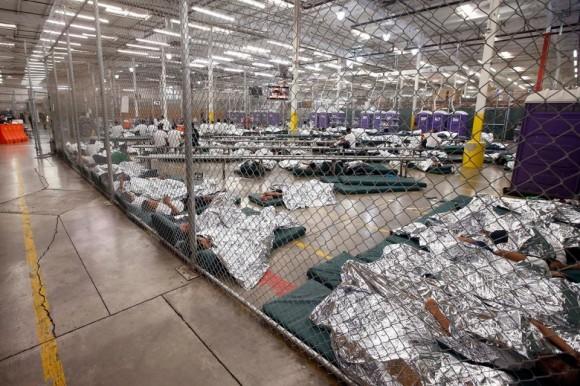 Autoridades de EEUU obligan a los inmigrantes a consumir fármacos para controlarlos
