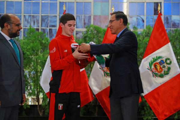 Martín Vizcarra felicita a los ganadores de medallas en los juegos sudamericanos