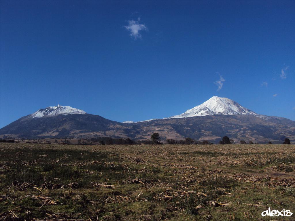El volcán Sierra Negra en Galápagos entra en erupción
