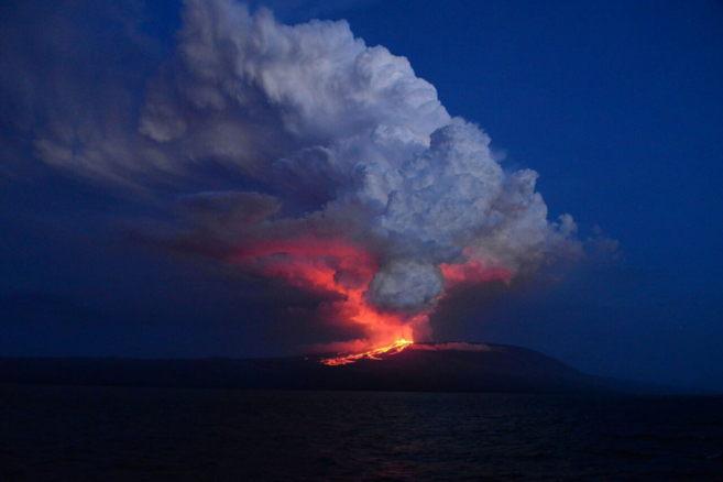 Se levantan las alertas por indicio de erupción volcánica en las galápagos