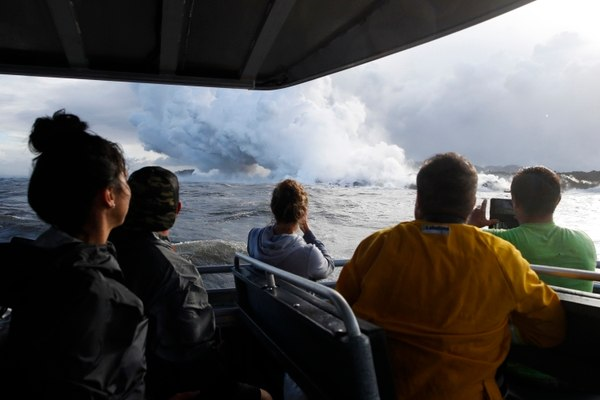 23 heridos por la bomba de lava que golpeó un barco en Hawái