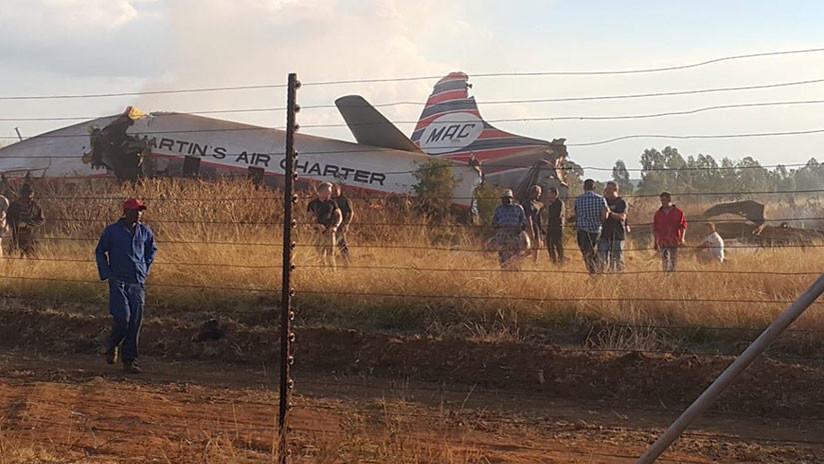 VÍDEO. El aterrador momento de la caída de un avión en Sudáfrica
