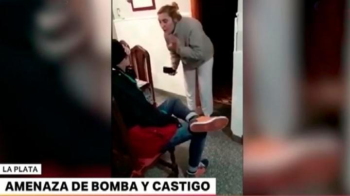 Un adolescente hace una amenaza de bomba y su madre le da una buena lección. Vídeo