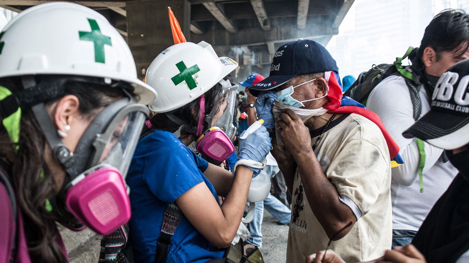 'Guión Sirio' Cascos blancos llegan a la frontera con Venezuela