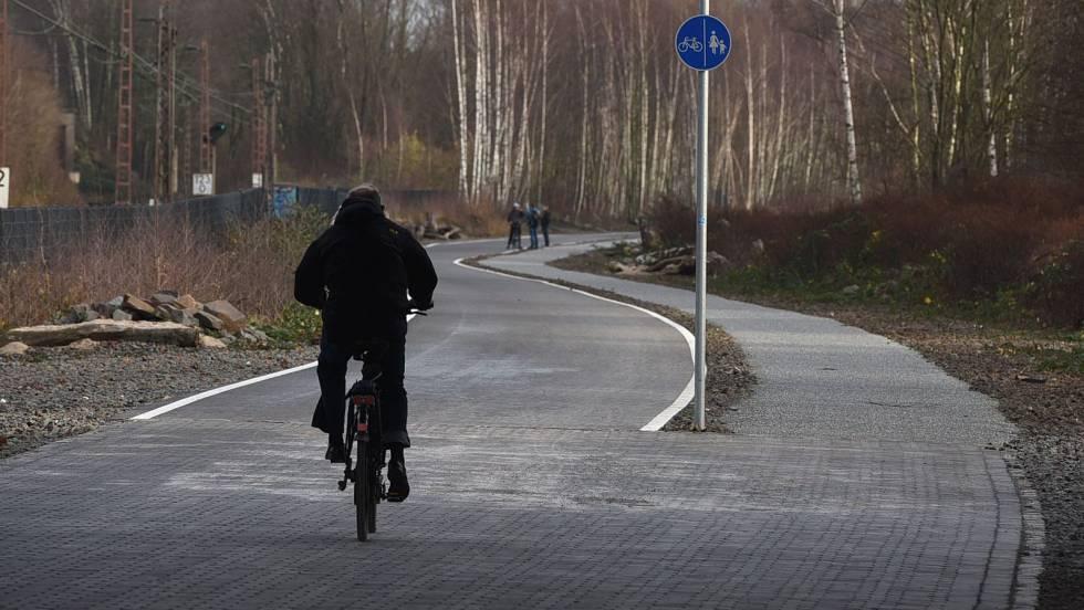 'VÍDEO' Ciclista recibió advertencia pero la ignoró y el final es aterrador