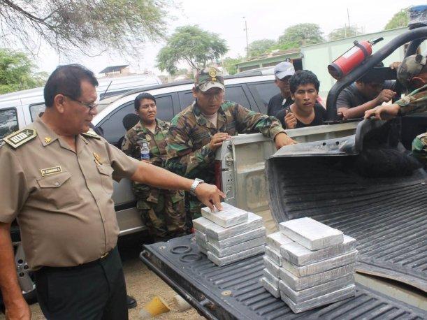 Funcionarios que favorezcan trafico de drogas serán expulsados e inhabilitados. Perú.