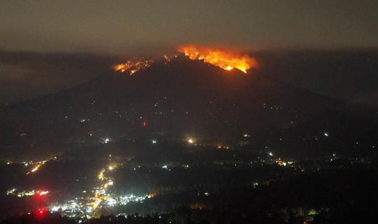 VÍDEO. La espectacular erupción de un volcán en Indonesia provoca el pánico