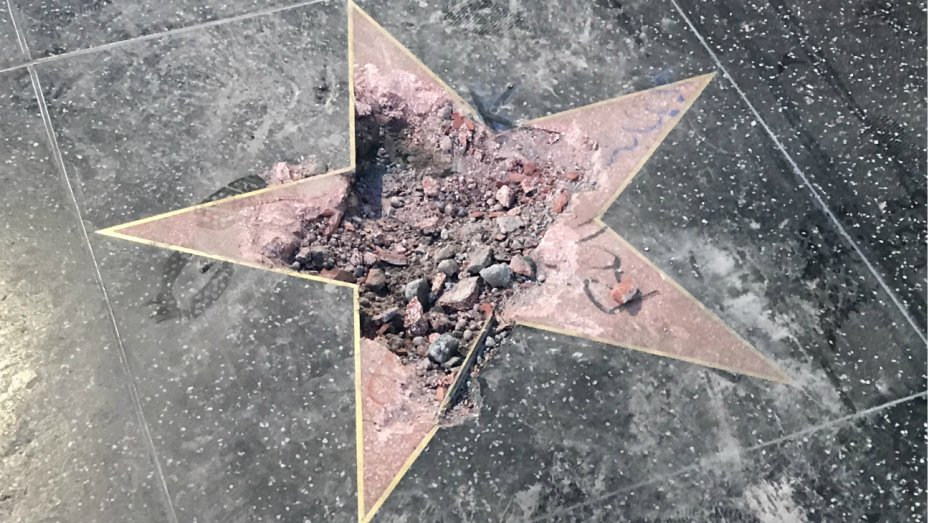 Es destrozada nuevamente la estrella del presidente gringo en paseo del paseo de la fama