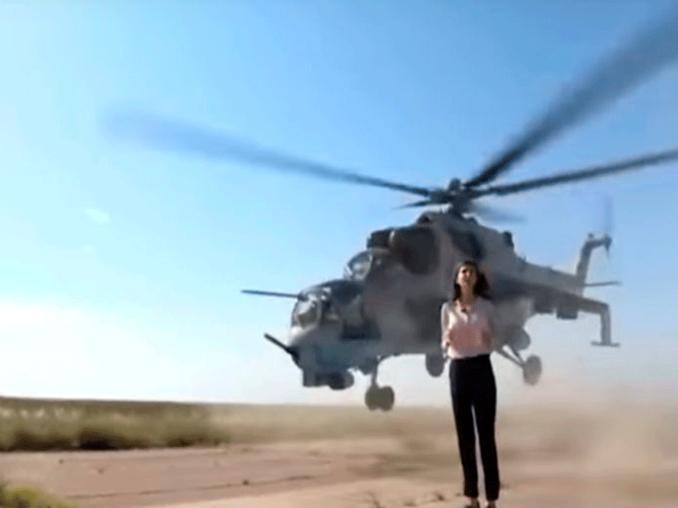Una periodista casi es decapitada por un helicóptero mientra trasmitia en vivo. Video