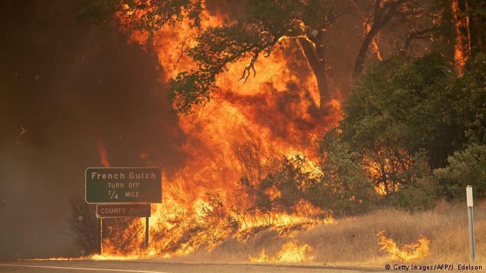 Tres incendios mortales amenazan California y obligan a miles de personas a huir