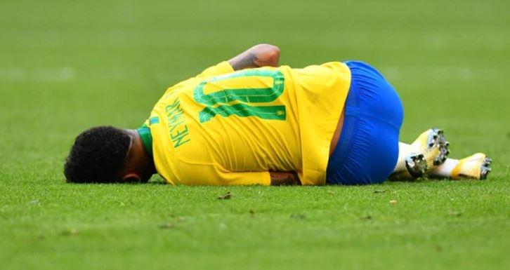 'VÍDEO' Neymar es criticado por sus exageraciones hasta por su propio entrenador