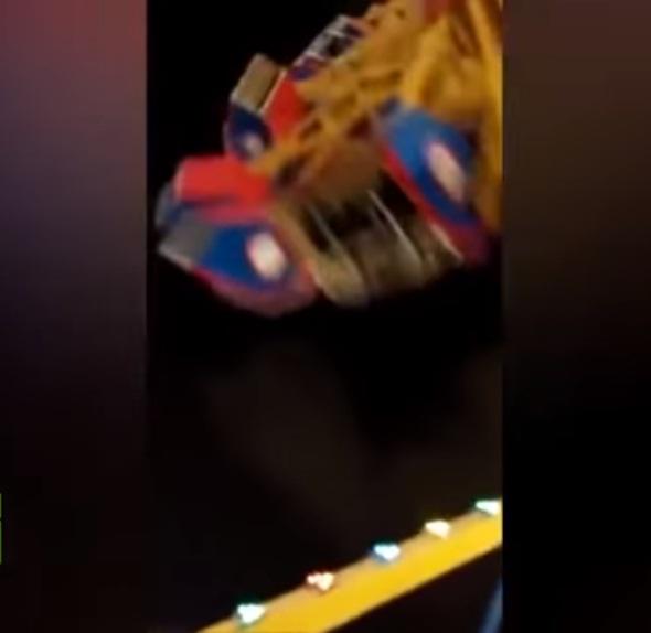 'VÍDEO' Colapso de atracción en un parque de diversiones dejó una niña muerta