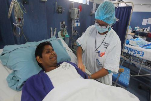 Perú; Heroico, le daban tres meses de vida pero un trasplante lo ha salvado