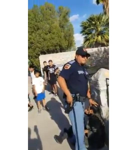 'VÍDEO' ¡Indignante! Policía de Estados Unidos apuntaron a niños con un arma