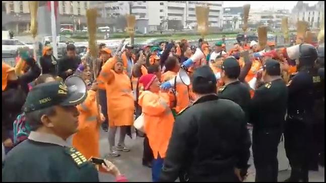 Trabajadores de limpieza pública  también protestaron en contra de la corrupción del PJ