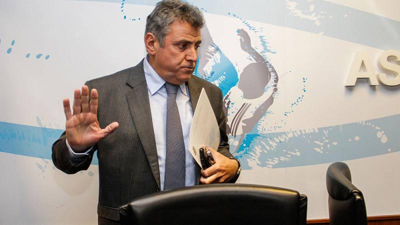 VIDEO. Antes de las elecciones renuncia el presidente de la asociación Uruguaya de fútbol