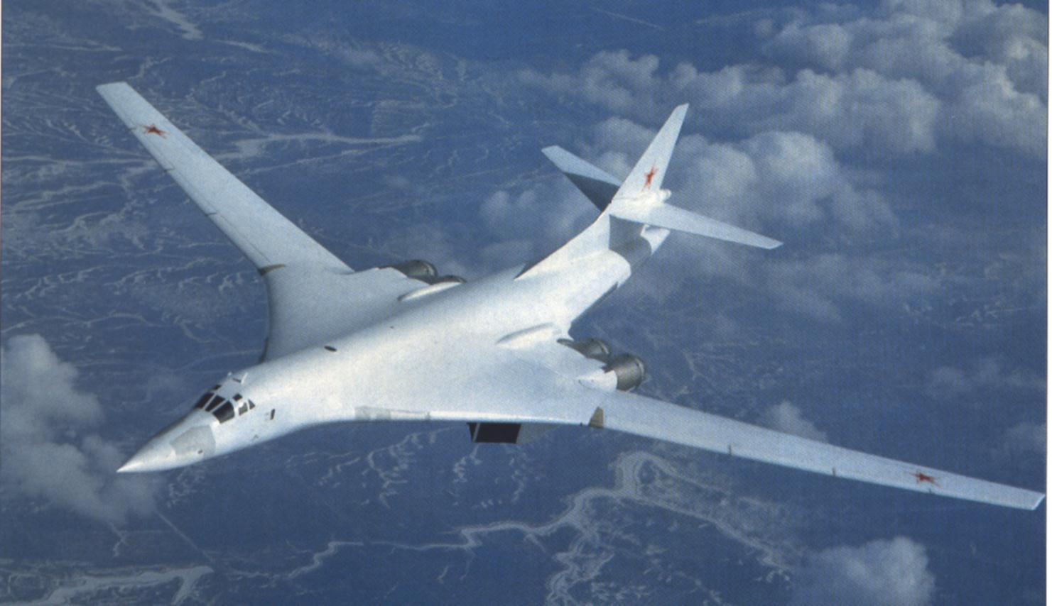 VIDEO. Captan imágenes de un avión sobre volando cisne nuclear en Rusia
