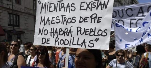 Maestros porteños se van al paro y movilización en protesta por las muertes de Moreno. Argentina