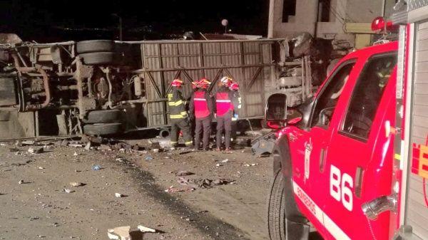 VÍDEO. Accidente de autobús internacional deja 24 muertos en Ecuador