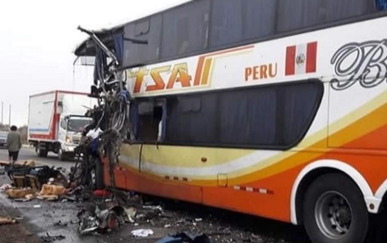 Accidente en Piura Perú deja muertos y 20 heridos