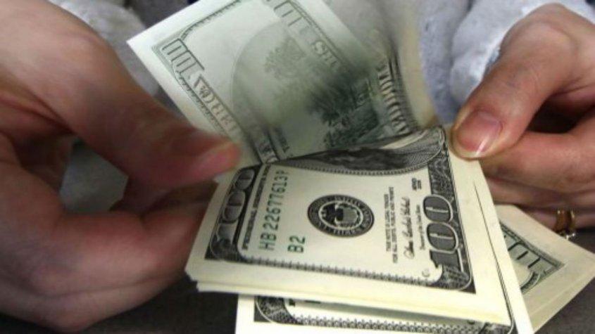 El dolar baja en Argentina y Uruguay provocando calma financiera
