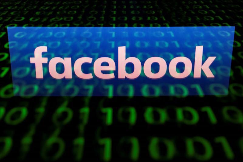Facebook acusado de filtrar información bancaria de los usuarios.
