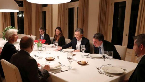Macri se arrodilla ante el FMI rindiéndole cuentas de los recortes y despidos