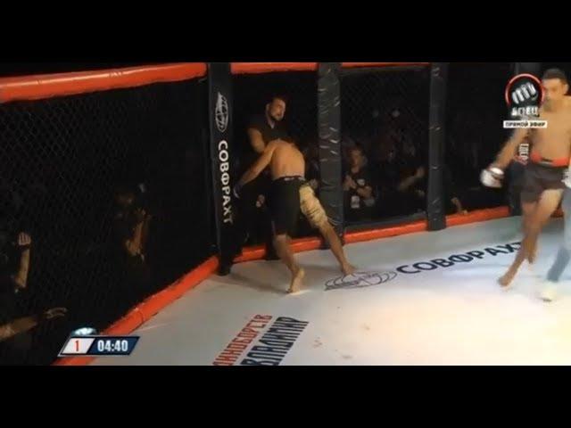 VIDEO.Luhador de MMA es estrangulado por el arbitro.