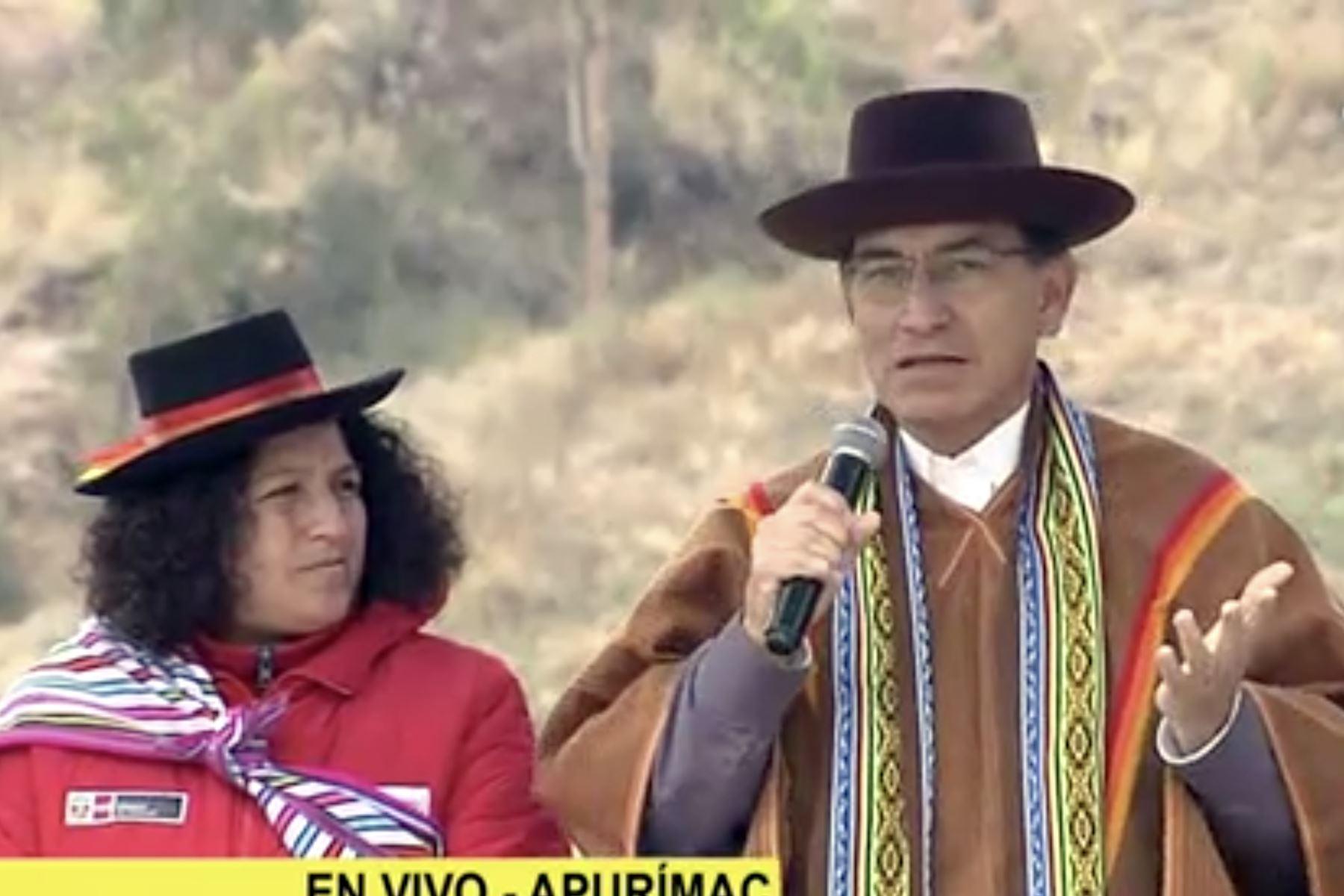 Vizcarra entrega nuevas obras sanitarias en Andahuaylas