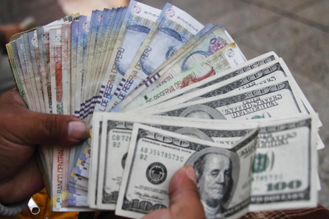 Vuelve a bajar el dólar en Perú aun con el frenesí de la guerra comercial entre EEUU y China