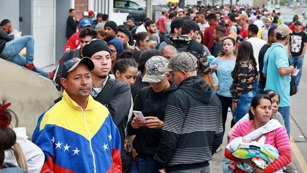 Perú: Criticas abiertas a la decisión de dejar entrar a venezolanos sin pasaporte