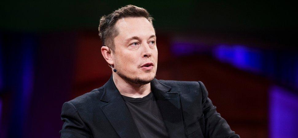 Elon Musk abandona su cargo y paga miles de dolares en multa
