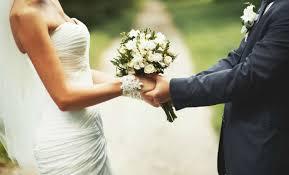 Mujer enviuda el mismo día que se casa.