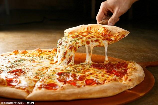 Pizzero es detenido por la policía por escupir en una pizza