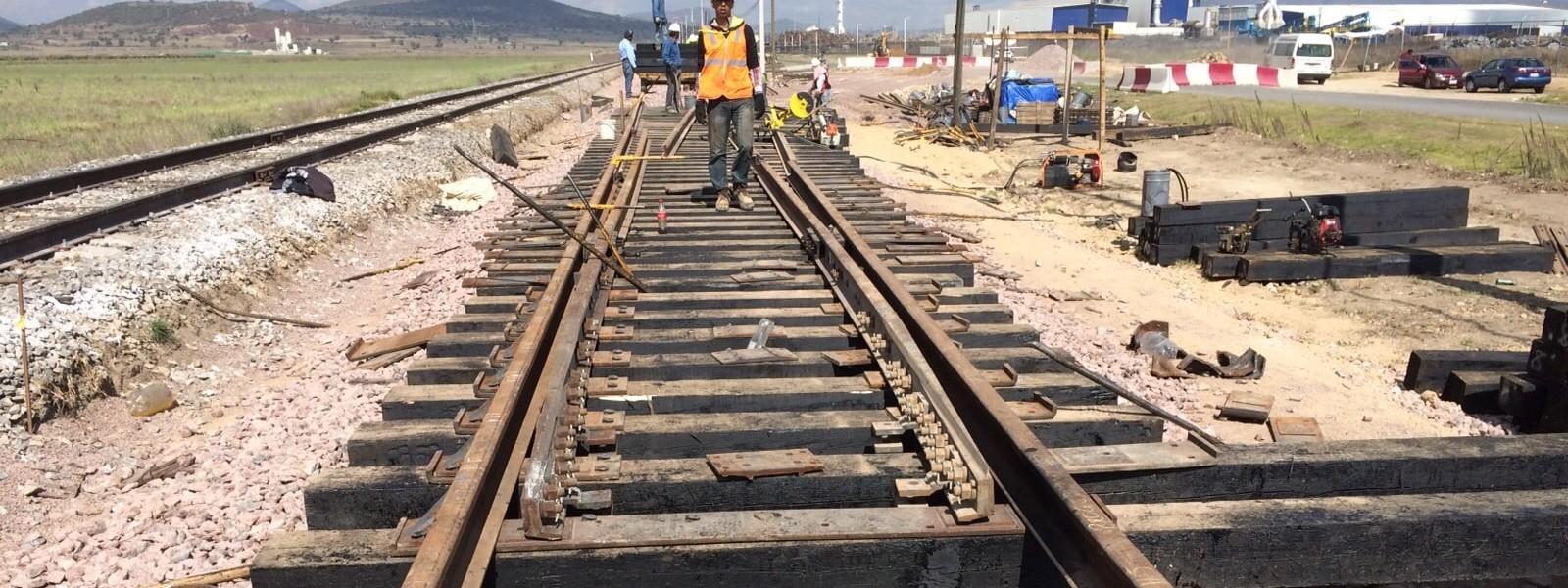 Siria reconstruye vías ferroviarias destruidas por la guerra