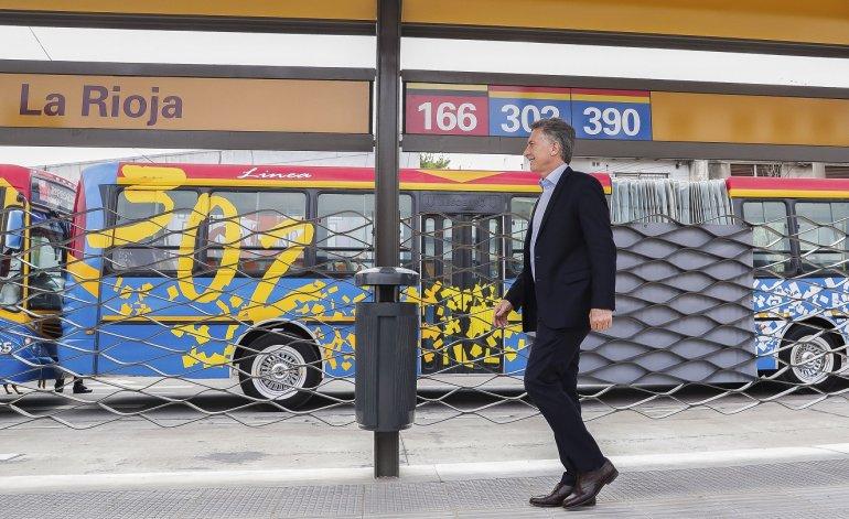Argentina. Macri es aislado en inauguración de metrobus.